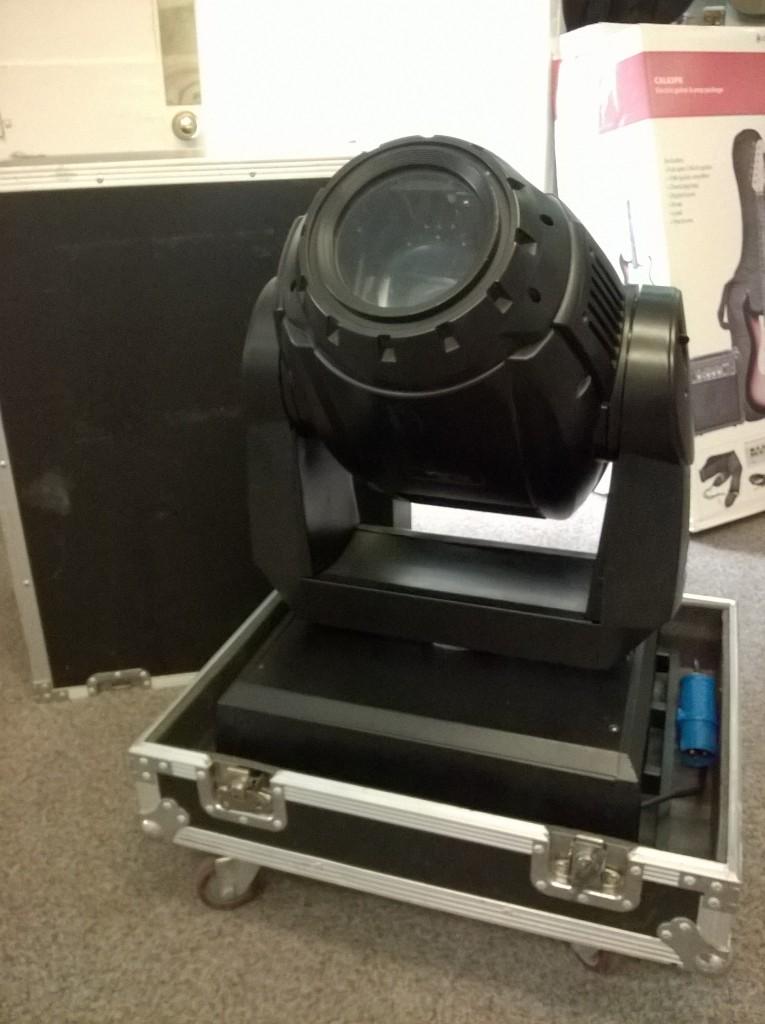 Moving head - 1200 watt - Light and sound - Devizes