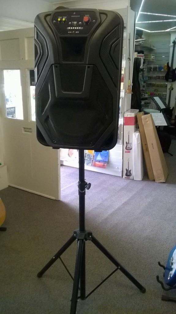 Speaker & Tripod - devizes